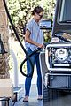 katie holmes gasses up truck 19
