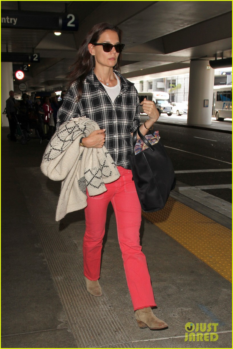 katie holmes goes solo upon arrival in los angeles 063696292