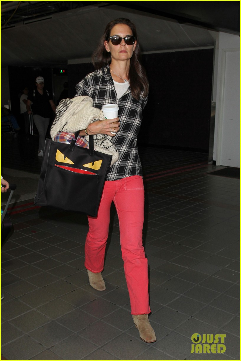 katie holmes goes solo upon arrival in los angeles 073696293