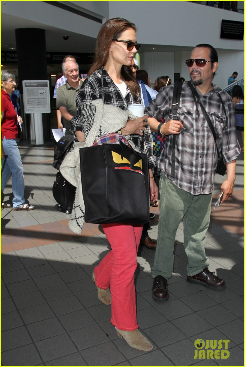 katie holmes goes solo upon arrival in los angeles 183696304