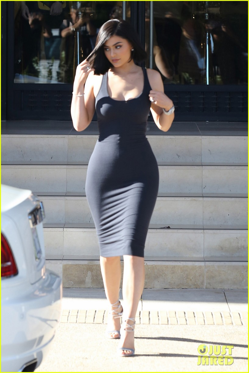 Kylie Jenner Debuts Her New Short Haircut Photo 3706772 Kris