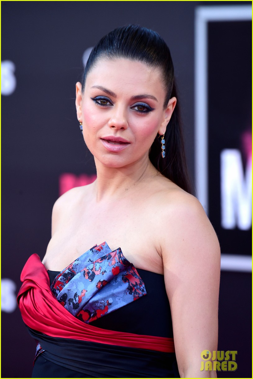 Pregnant Mila Kunis, Kristen Bell, & More Step Out for \'Bad Moms ...