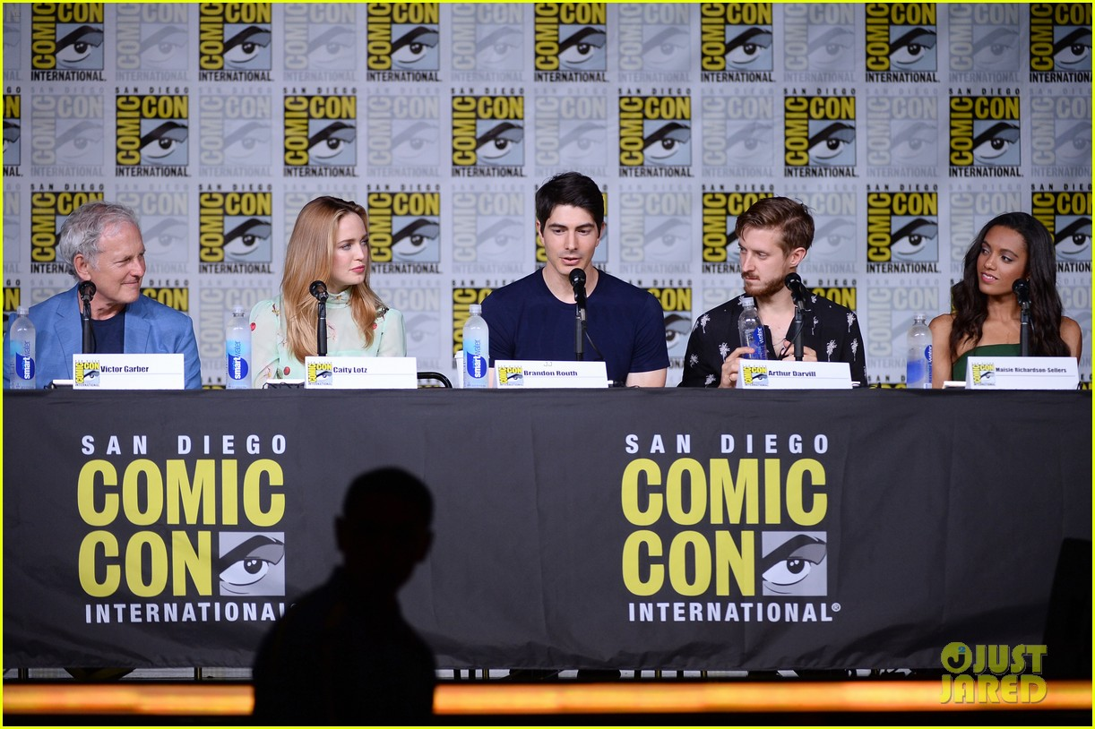 legends tomorrow panel ew party new characters comic con 133715720