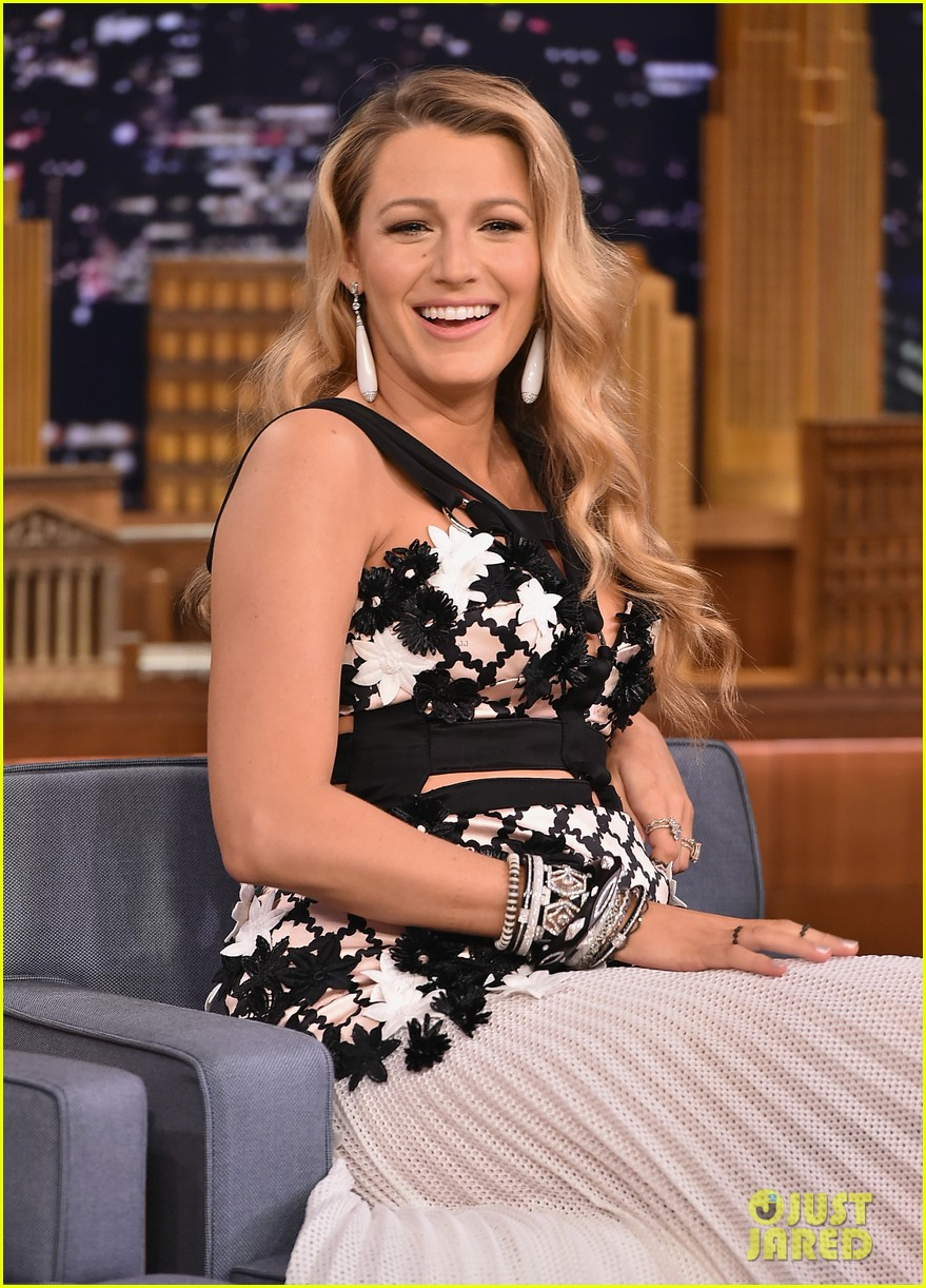 blake lively plays a game of password with jimmy fallon 023707823
