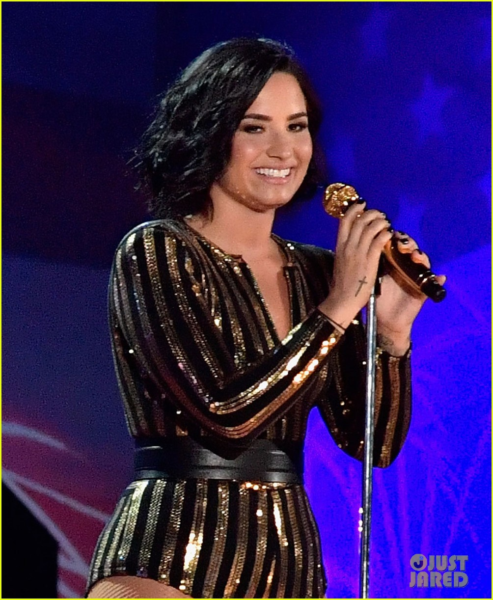 demi lovato performs purple rain fourth of july 023698862