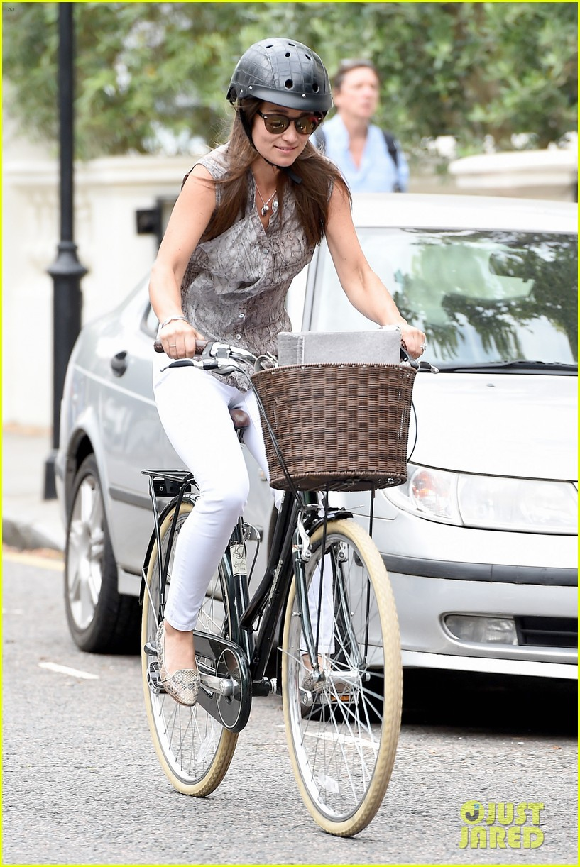 Pippa Middleton Goes for a Bike Ride in the Chicest Floral Shirtdress