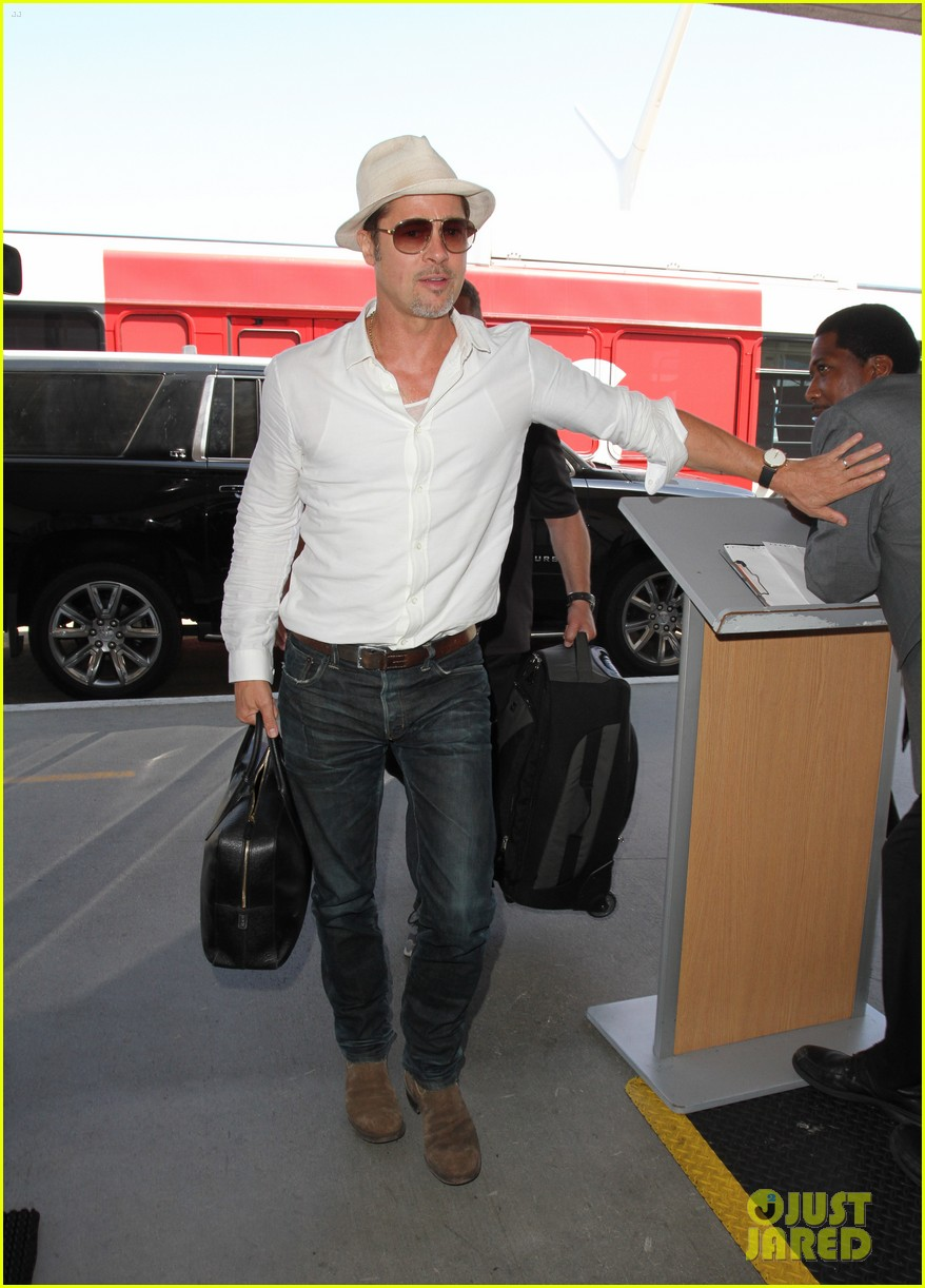 brad pitt takes flight at lax 033710587