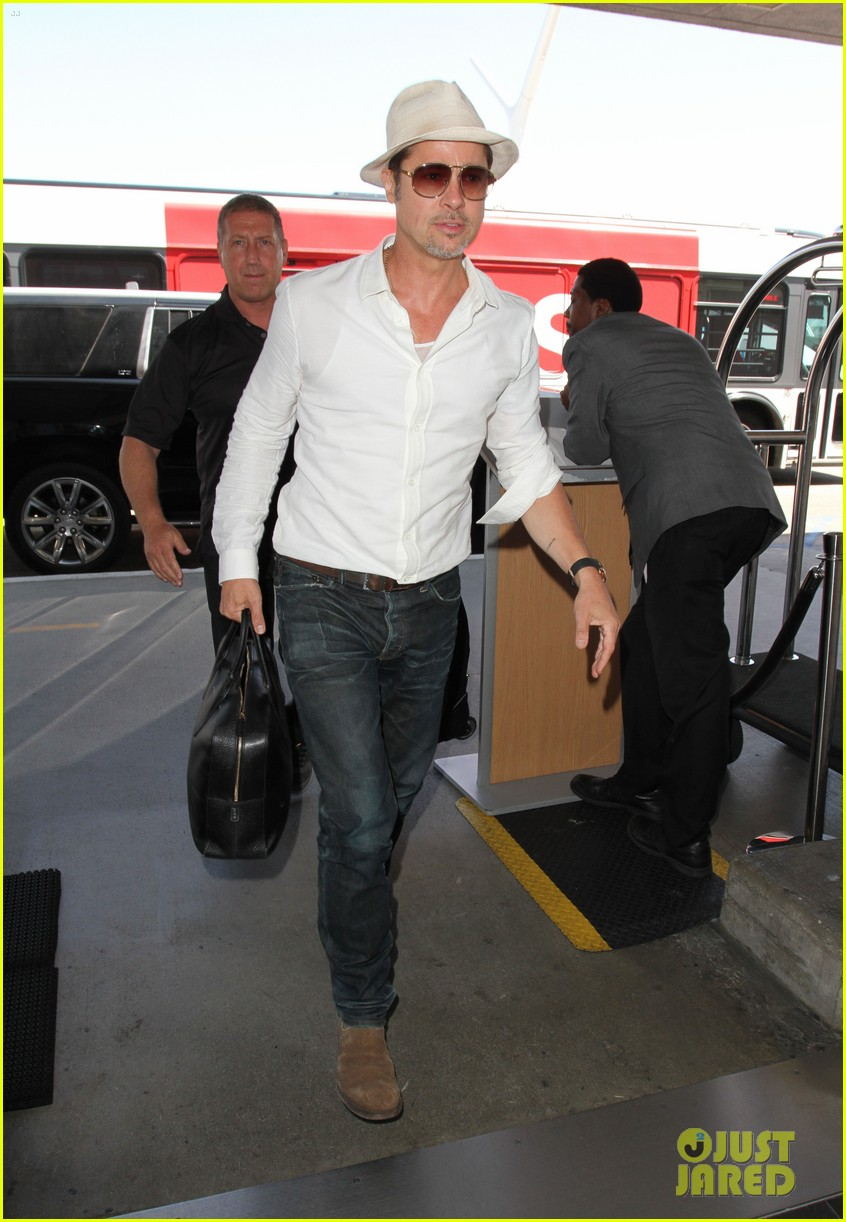 brad pitt takes flight at lax 053710589
