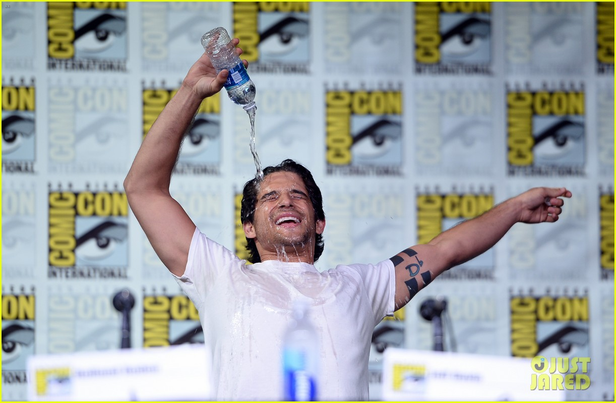 Tyler Posey Does 'Flashdance' Wet T-Shirt Dance for Comic-Con Entrance! ( Video)