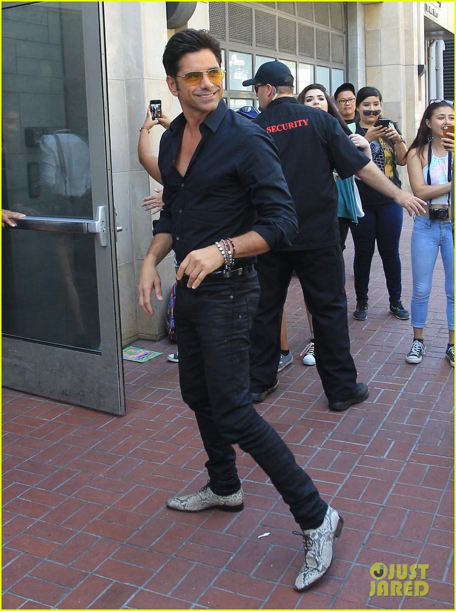 Lea Michele, Taylor Lautner & 'Scream Queens' Cast Hit Comic