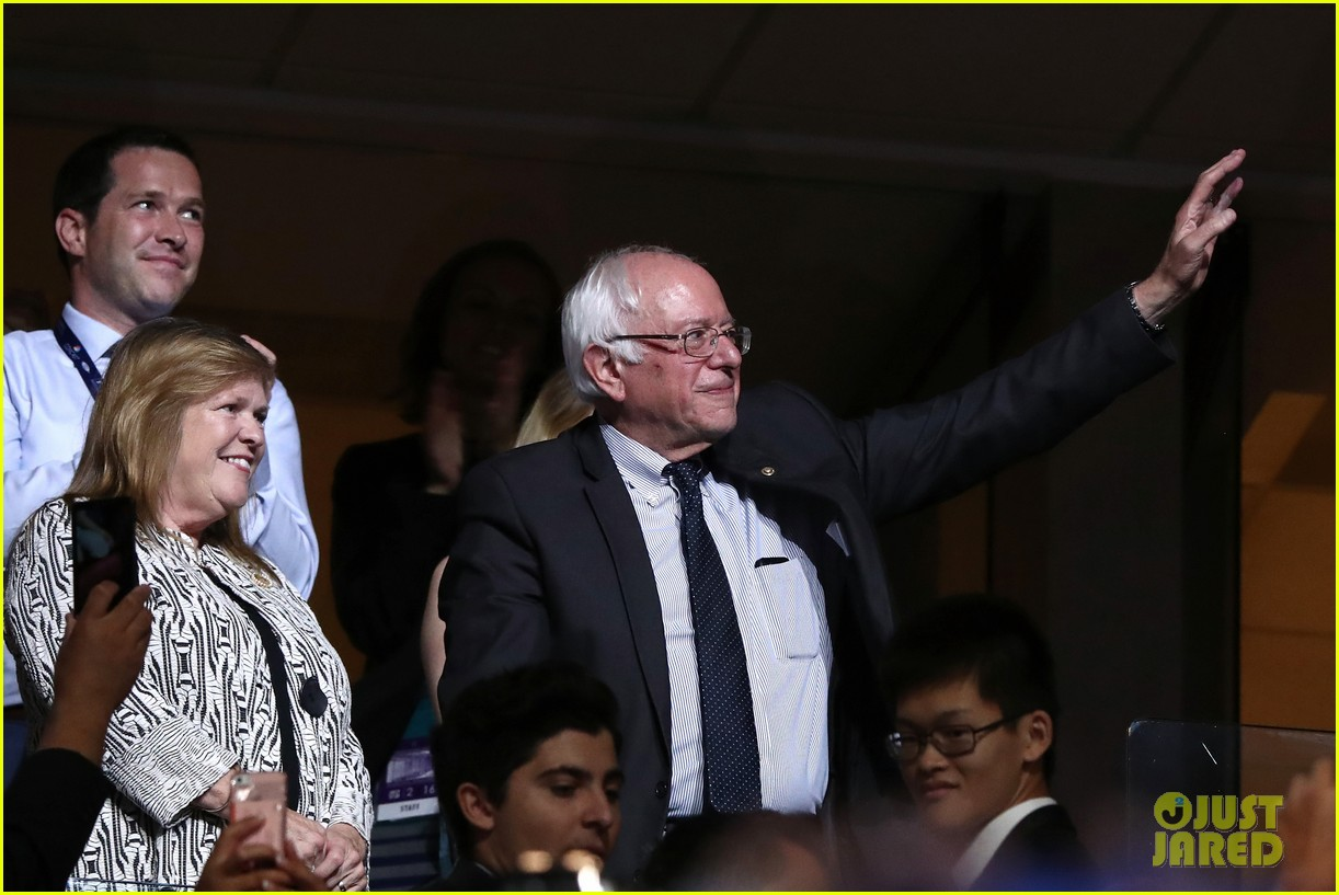 larry sanders casts vote for brother bernie at dnc 023717995