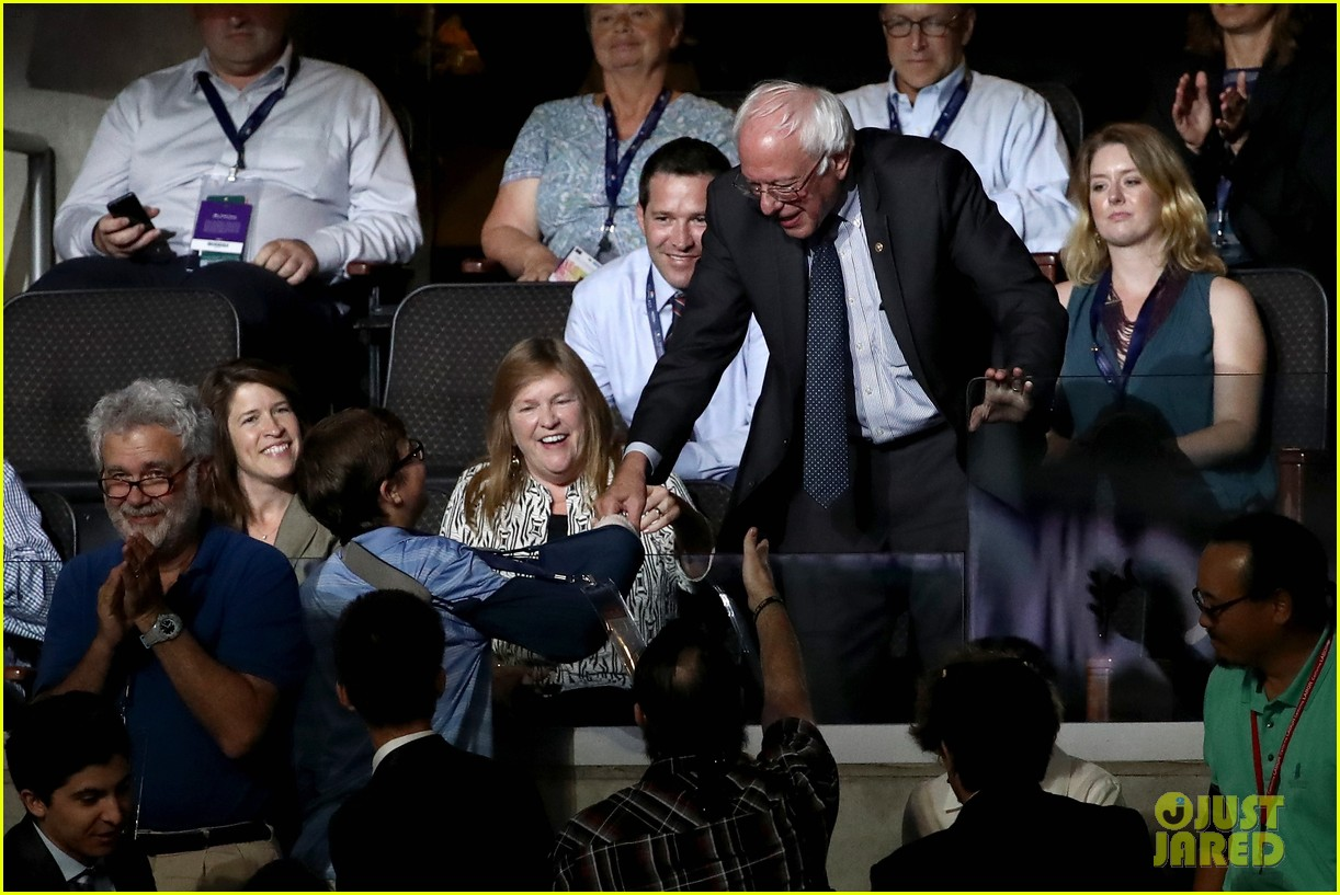 larry sanders casts vote for brother bernie at dnc 053717998