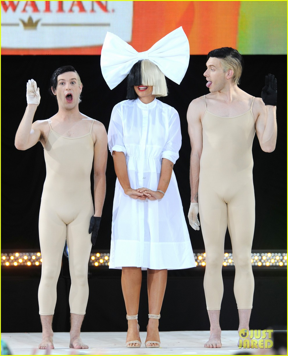 sia admits to crying in dressing room before gma performance 023714355