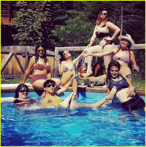 sisterhood of traveling pants cast reunites for fun photo 033701807