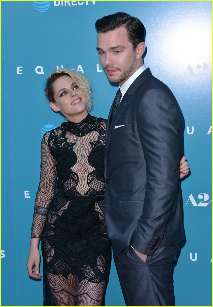 Kristen Stewart Premieres 'Equals' in Hollywood with ...