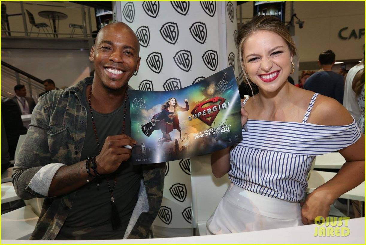 supergirl talk moving to cw comic con 043715195