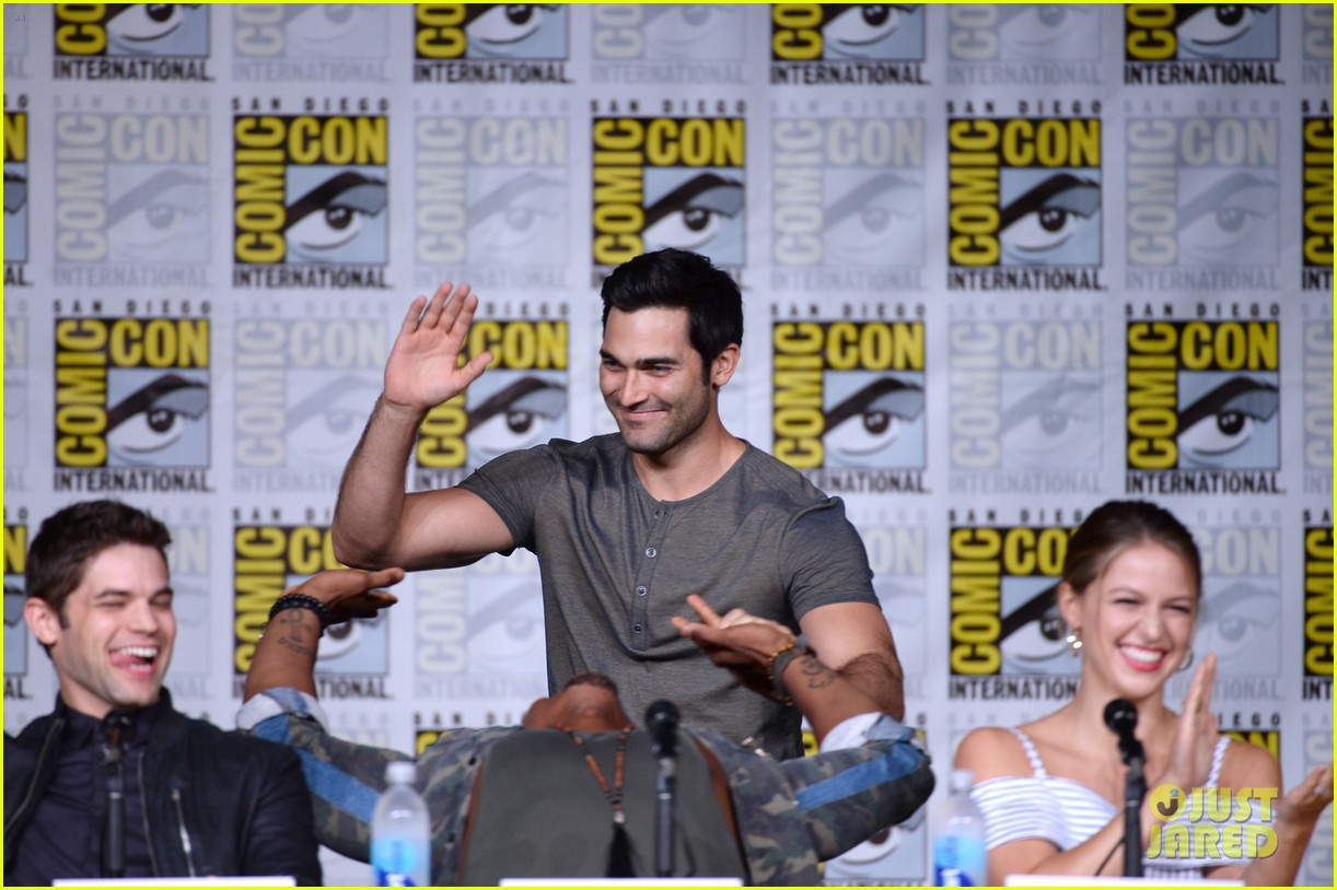 tyler hoechlin talks superman supergirl panel comic con 043715767