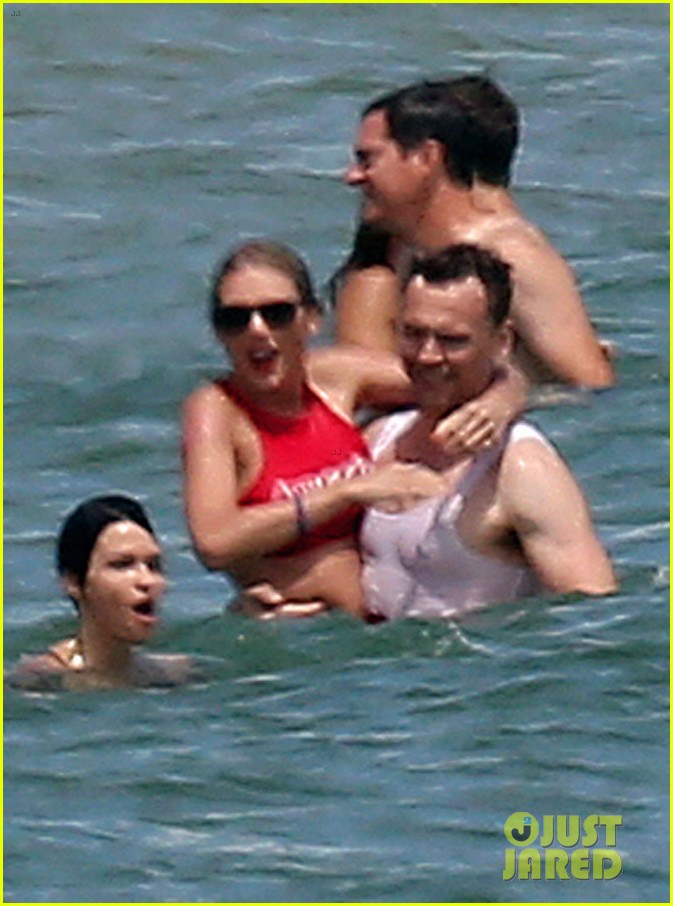 Taylor Swift Tom Hiddleston Pack On Pda In Front Of Her Squad For