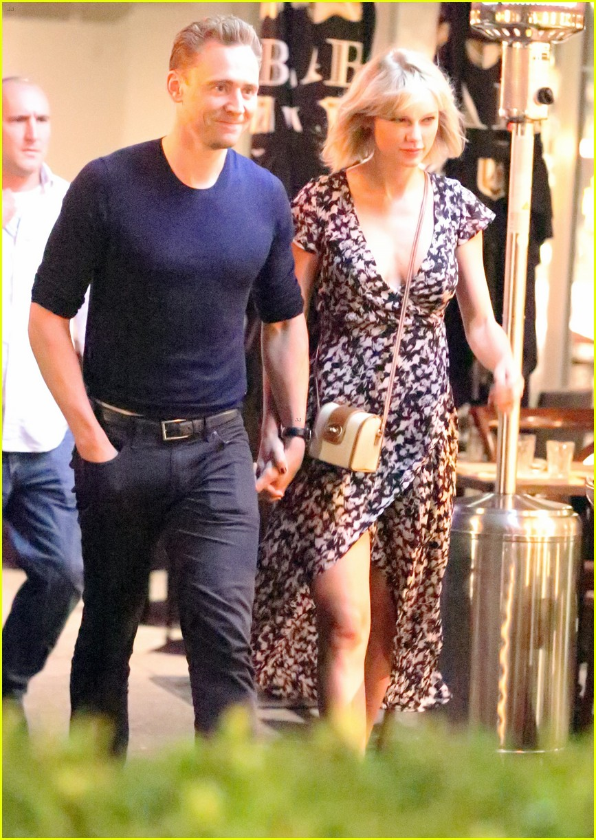 taylor swift tom hiddleston hold hands for romantic dinner date 113702553