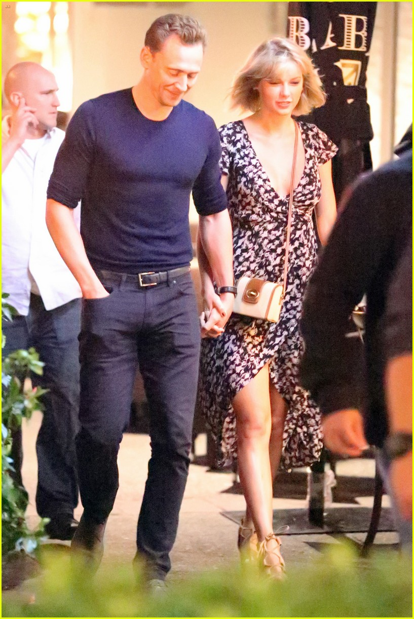 taylor swift tom hiddleston hold hands for romantic dinner date 133702555