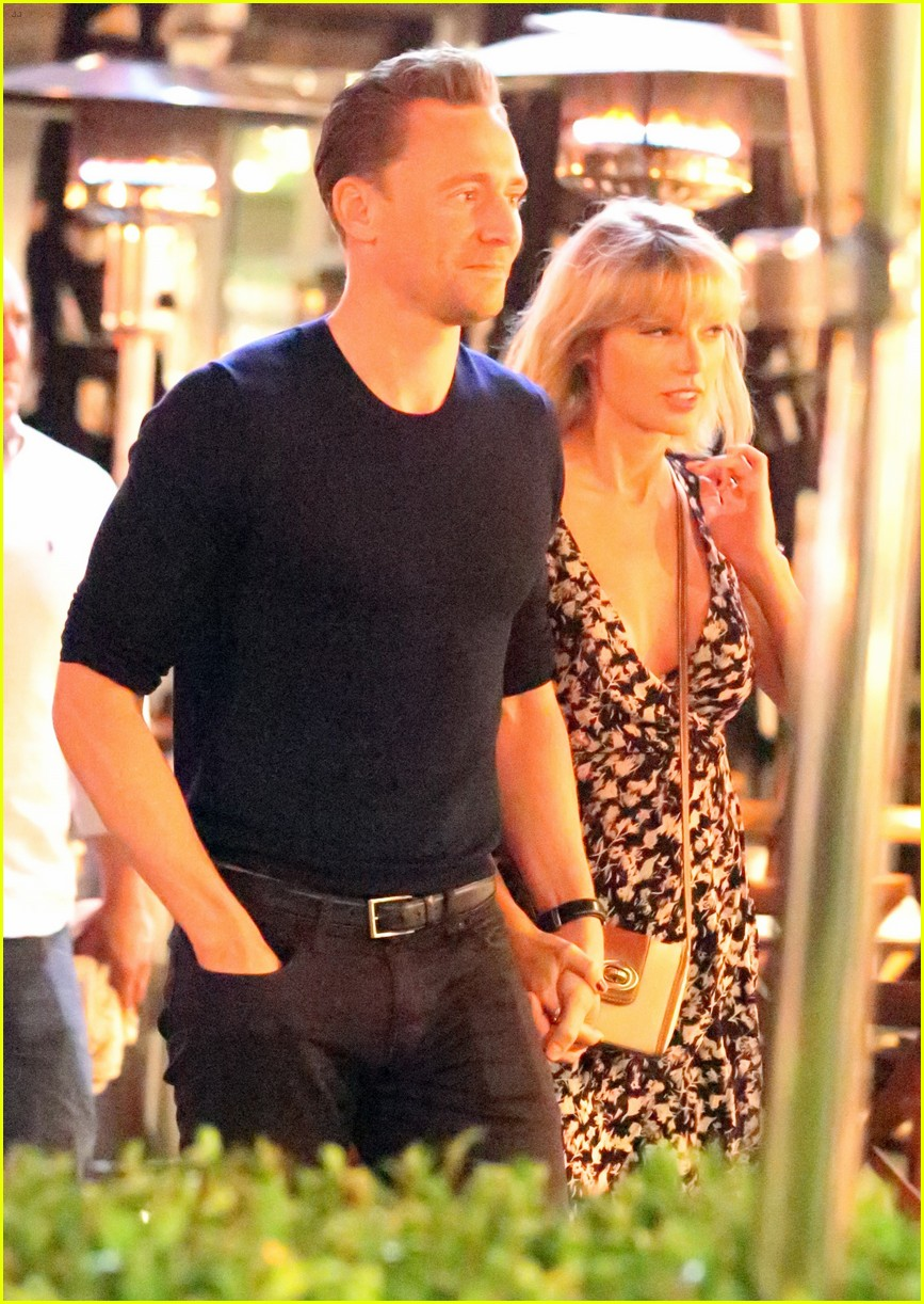 taylor swift tom hiddleston hold hands for romantic dinner date 233702565