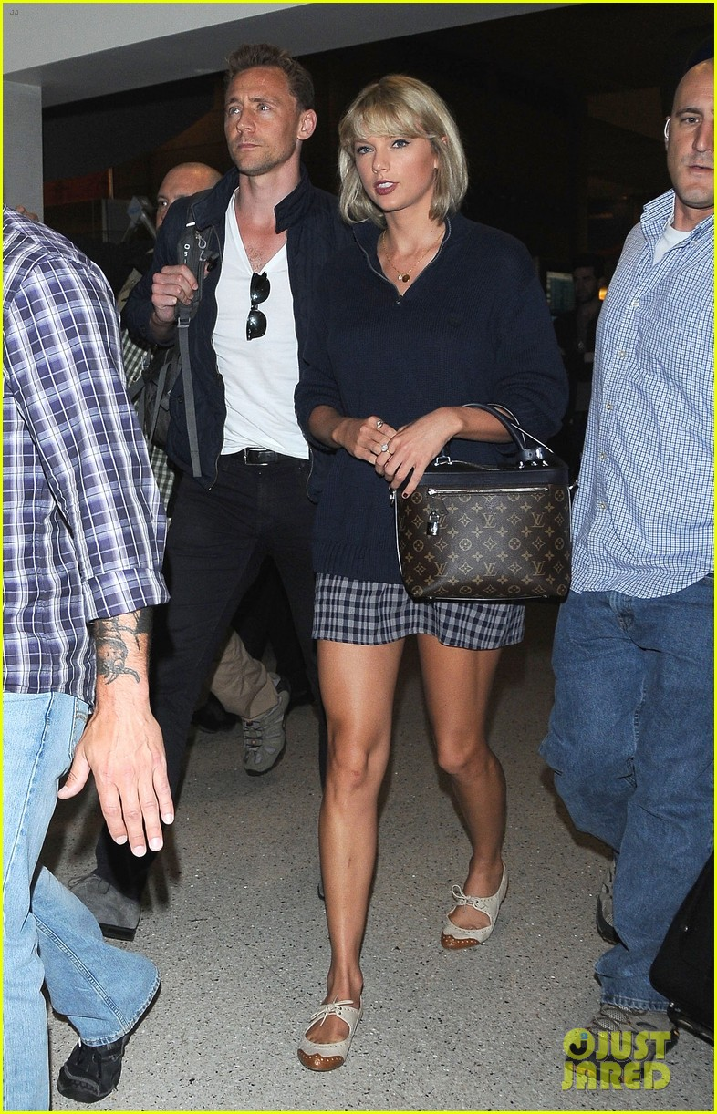 taylor swift tom hiddleston land lax airport 023701106