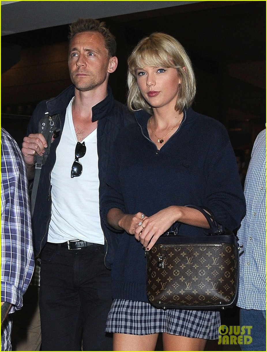 taylor swift tom hiddleston land lax airport 033701107