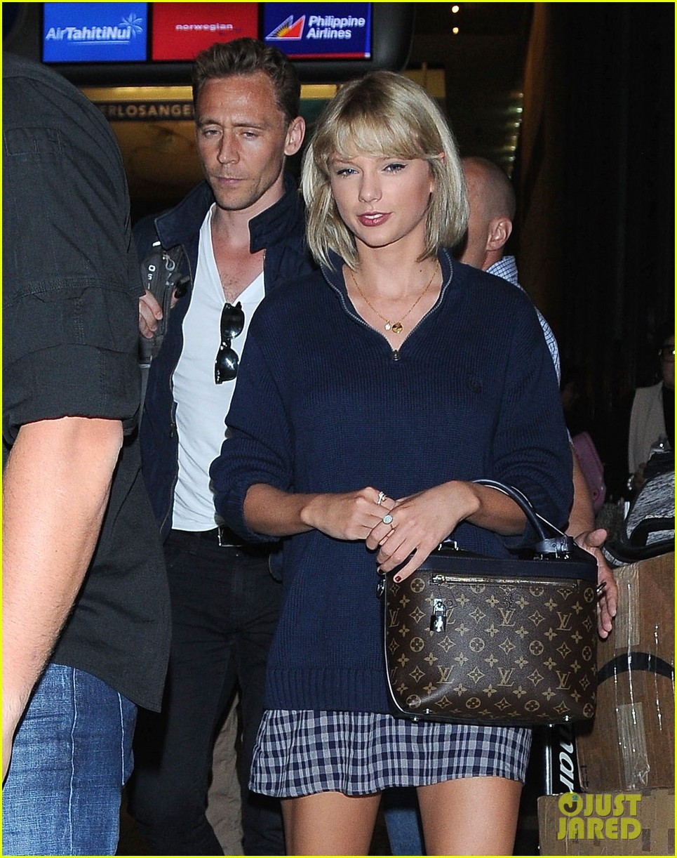 taylor swift tom hiddleston land lax airport 053701109