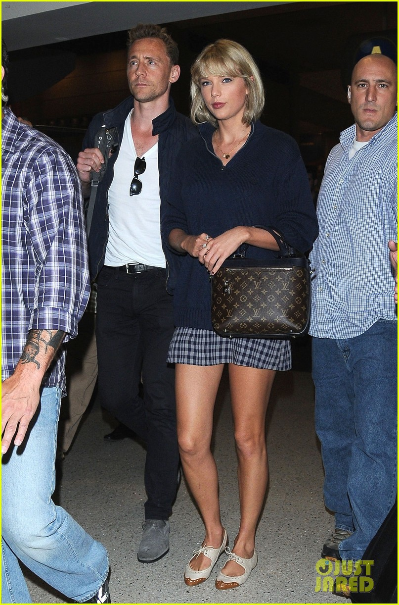 taylor swift tom hiddleston land lax airport 123701116