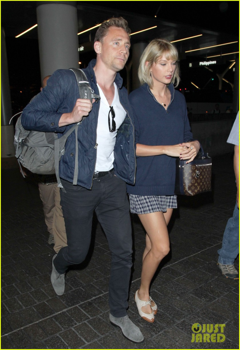 taylor swift tom hiddleston land lax airport 193701123
