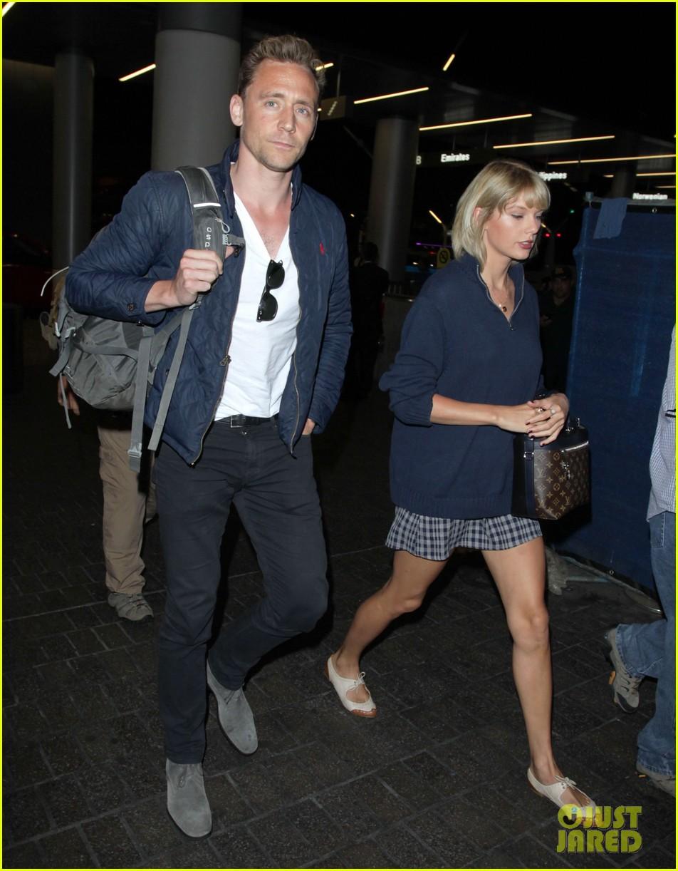 taylor swift tom hiddleston land lax airport 203701124