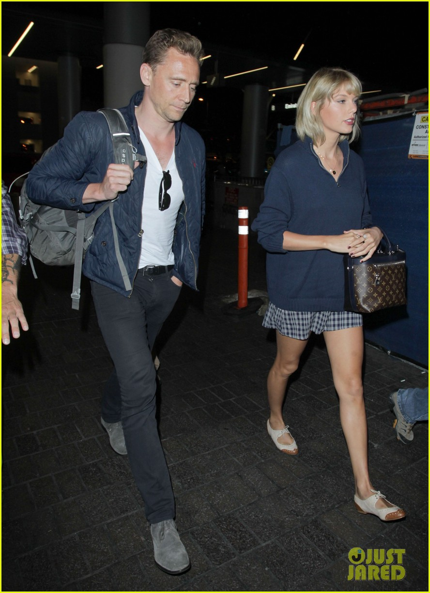taylor swift tom hiddleston land lax airport 213701125