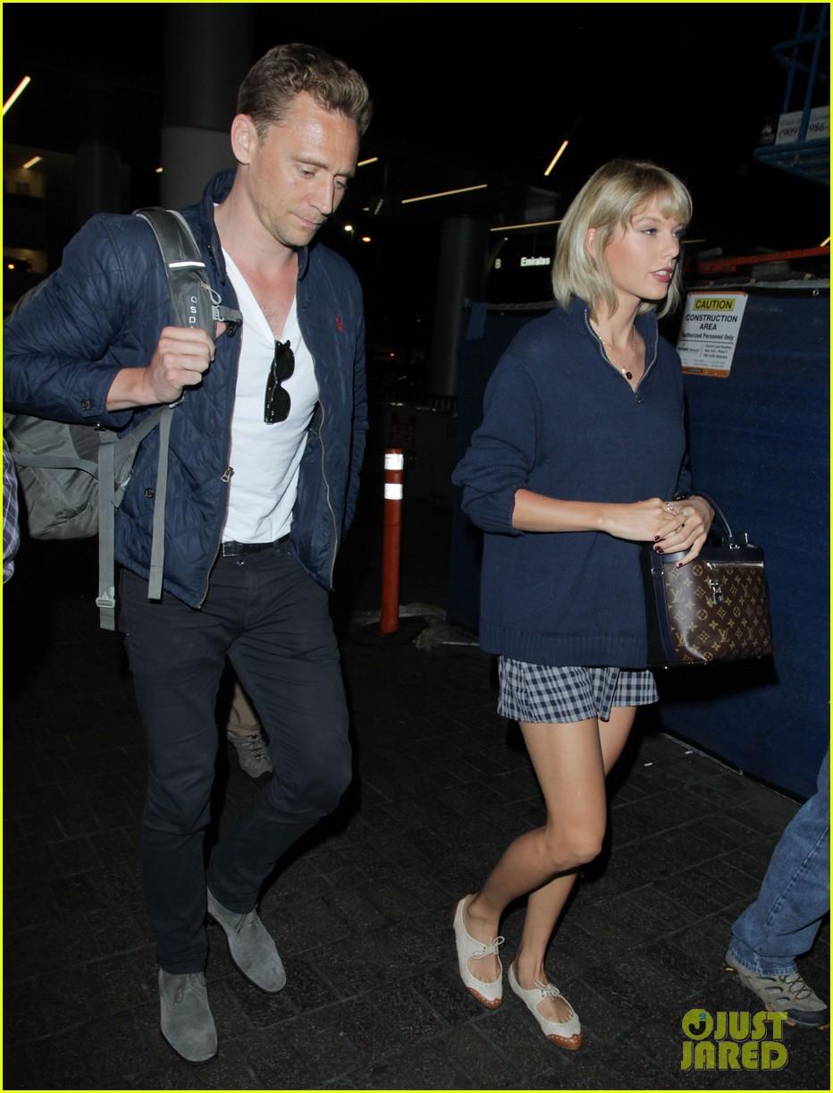 taylor swift tom hiddleston land lax airport 233701127