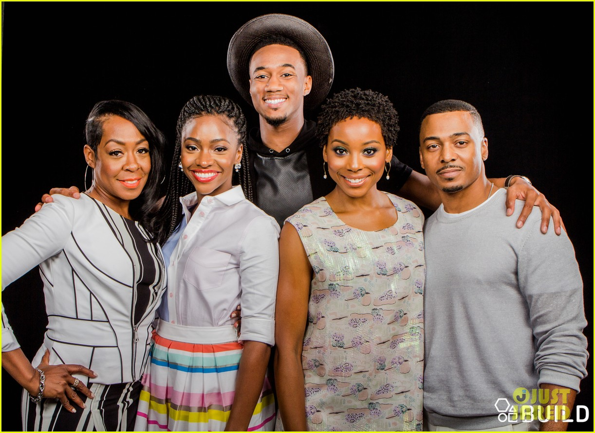 jessie usher joins survivors remorse cast in nyc for season 3 press 023704388