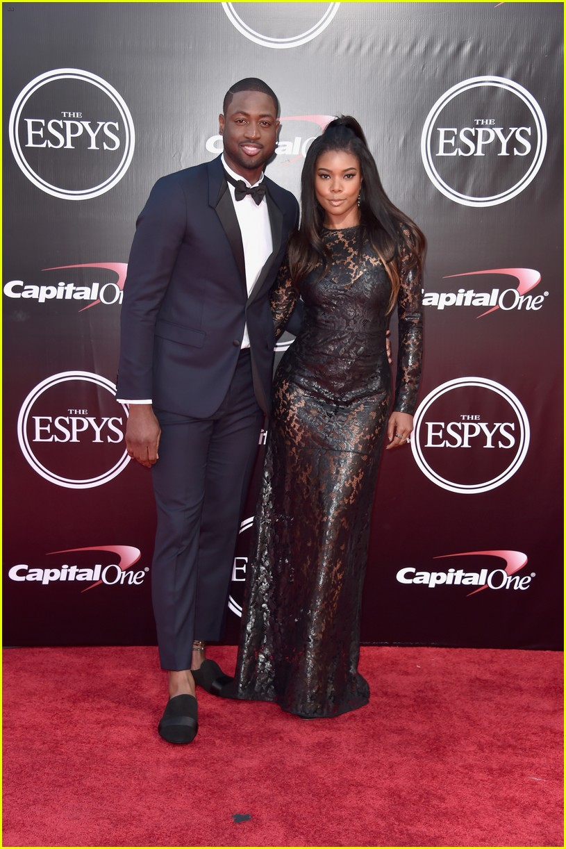 dwyane wade  u0026 wife gabrielle union walk espys 2016 red