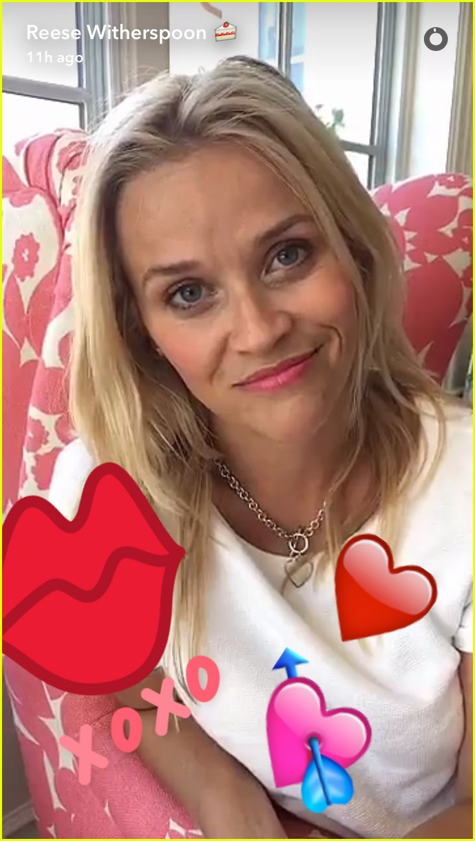 reese witherspoon tries on legally blonde costumes 273706129
