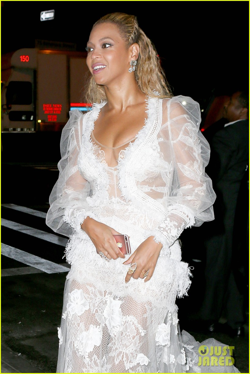 Beyonce Surprises Chance the Rapper During VMAs Backstage Interview ...