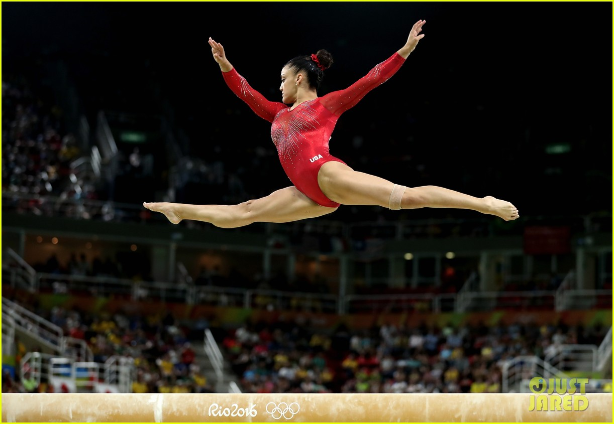 Laurie Hernandez Amp Simone Biles Win Silver Bronze For