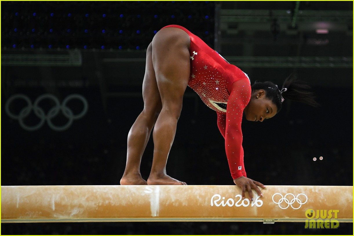 Laurie Hernandez Amp Simone Biles Win Silver Bronze For