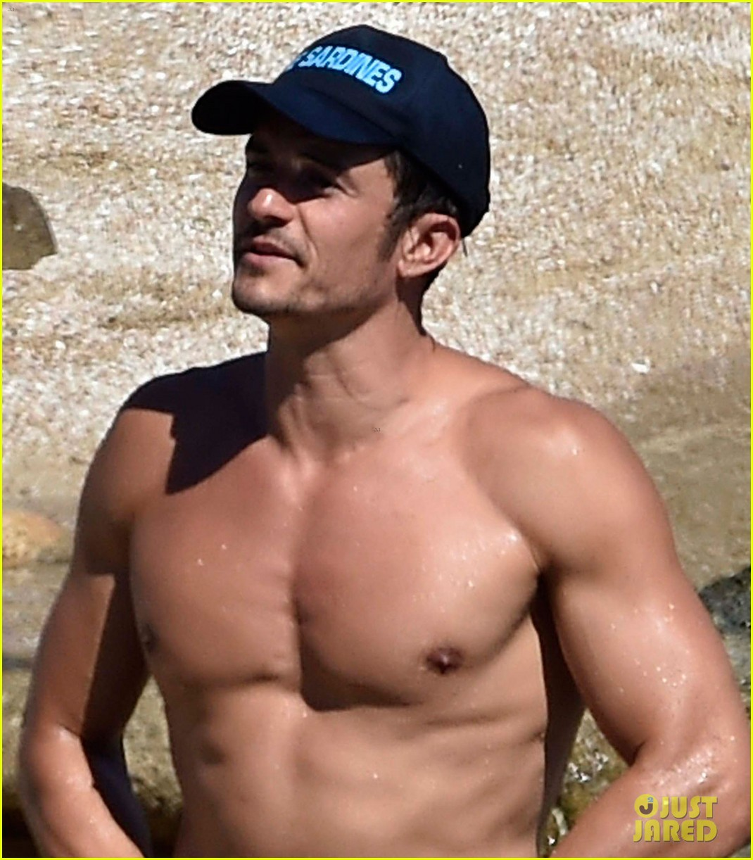 orlando bloom bares butt flaunts pda with katy perry new beach photos 083728176