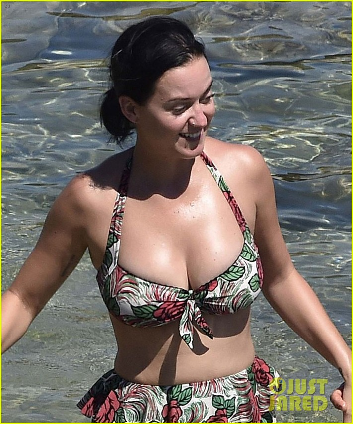 orlando bloom bares butt flaunts pda with katy perry new beach photos 133728181