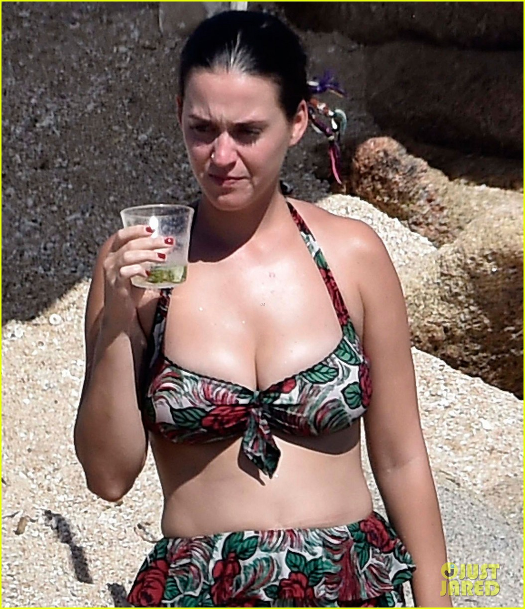 orlando bloom bares butt flaunts pda with katy perry new beach photos 183728186