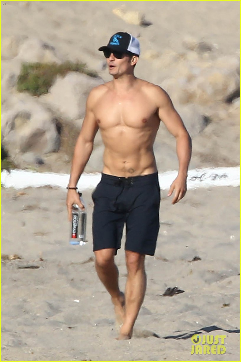 Celeb Diary: Orlando Bloom shows off his hot body while