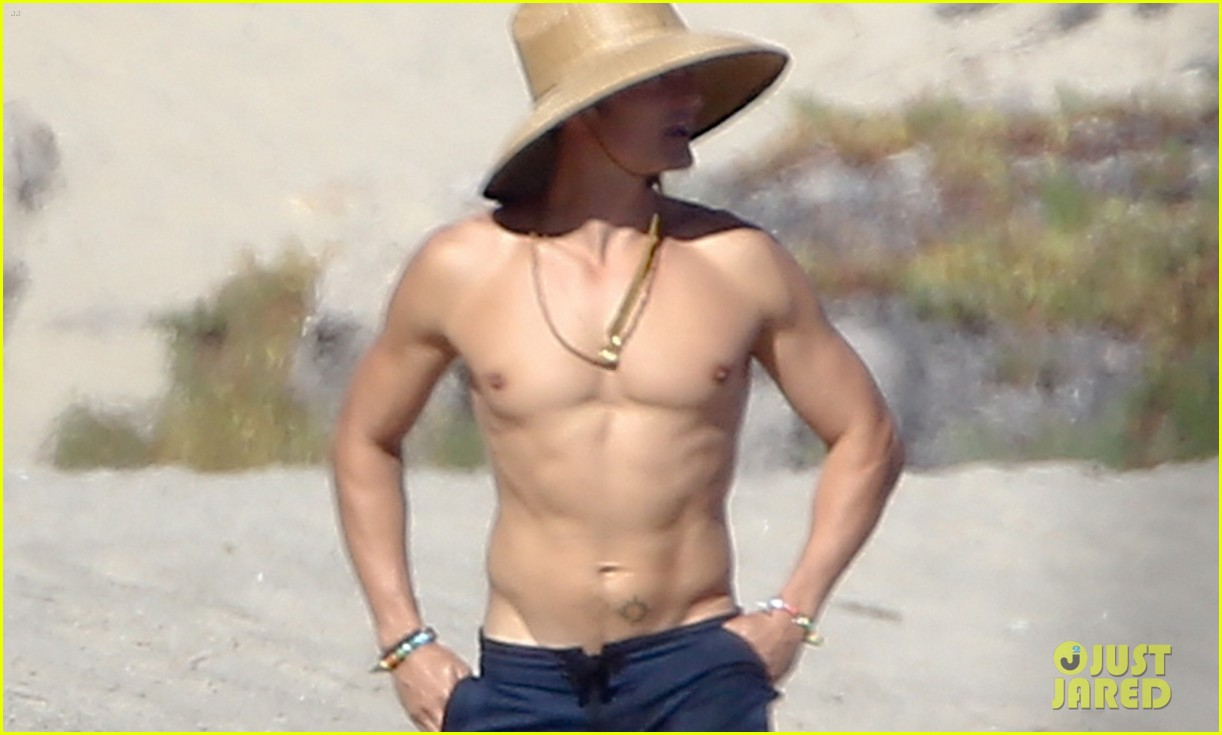 Orlando Bloom naked: Photos with Katy Perry paddleboarding