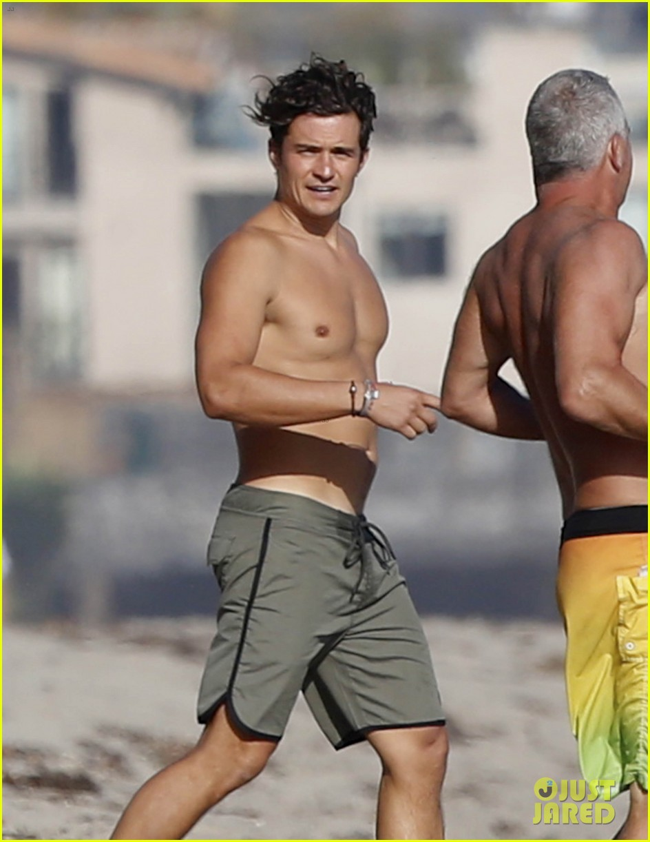 Orlando Bloom naked pictures: Furious search launched for
