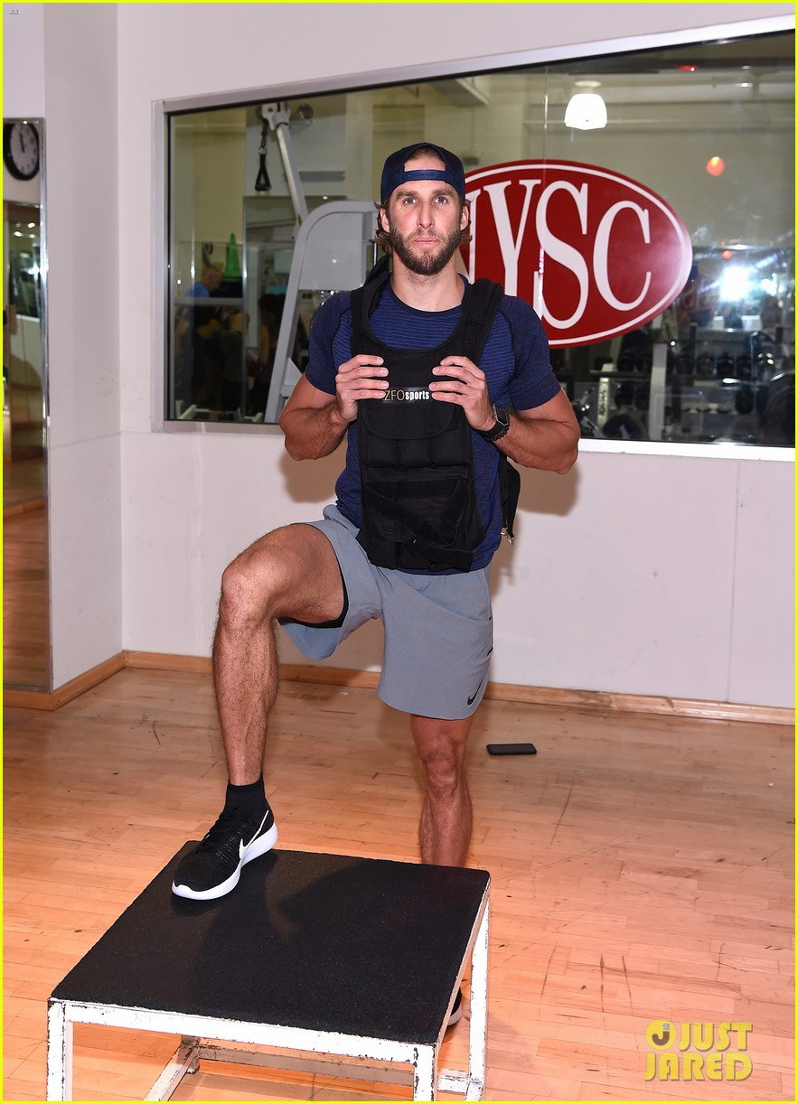 shawn booth works out with nyc first responders 013731849