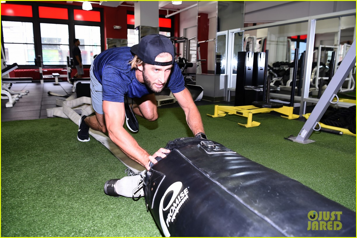 shawn booth works out with nyc first responders 043731852