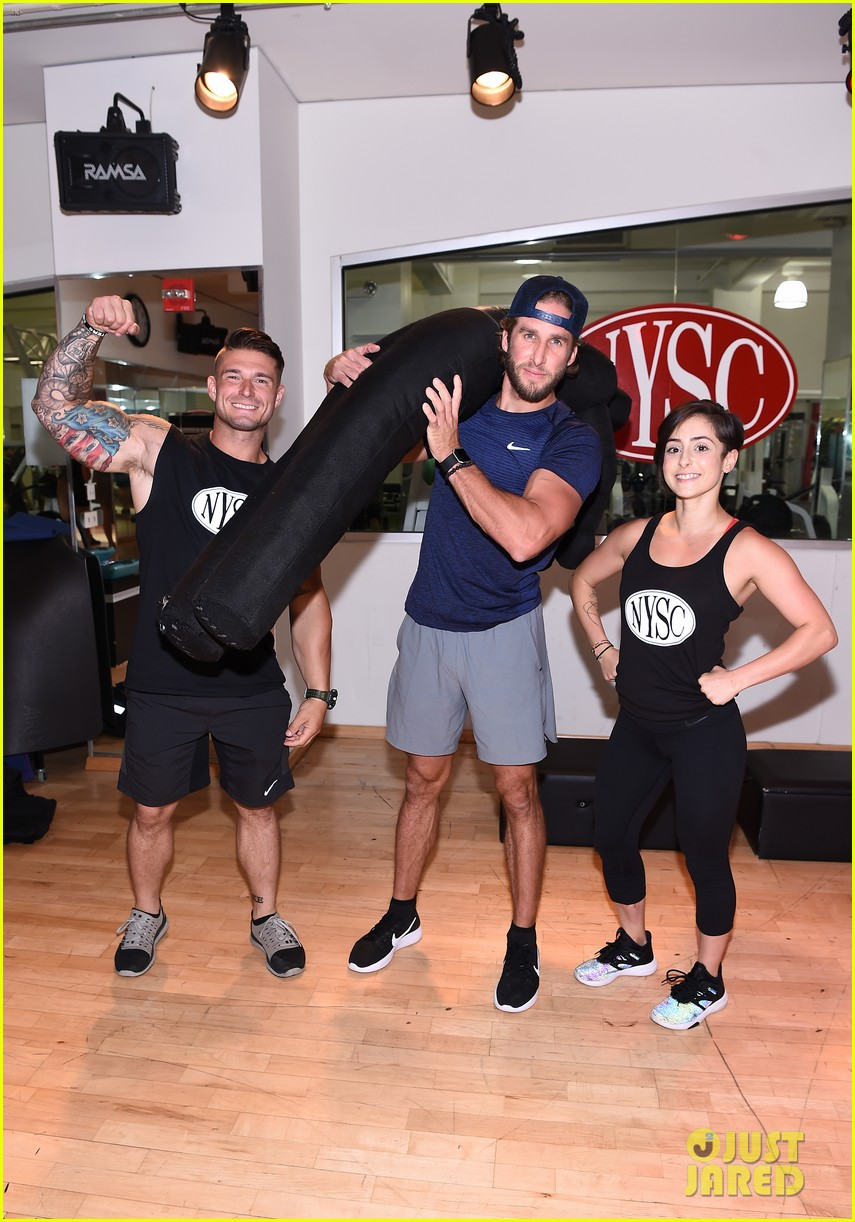 shawn booth works out with nyc first responders 053731853
