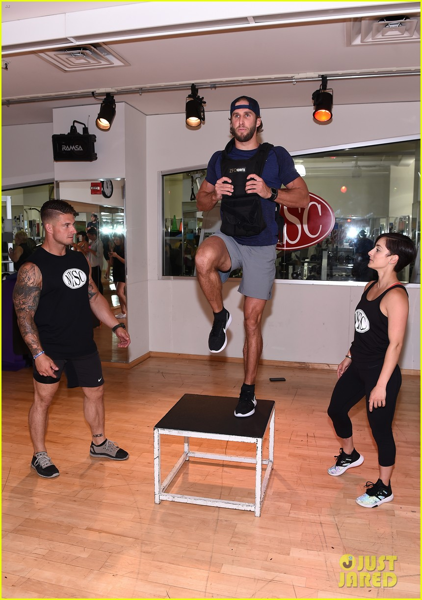shawn booth works out with nyc first responders 063731854