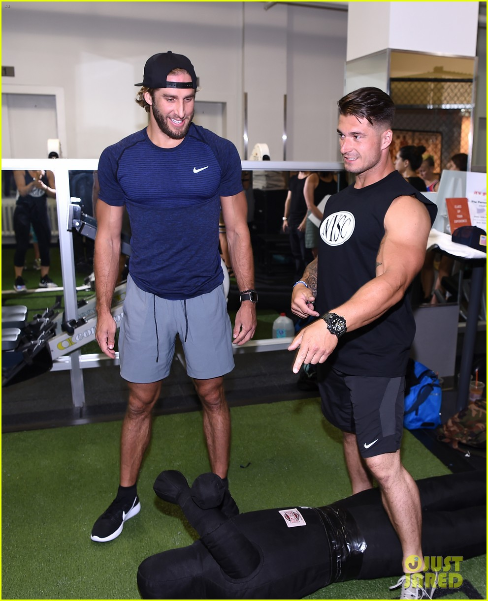 shawn booth works out with nyc first responders 083731856